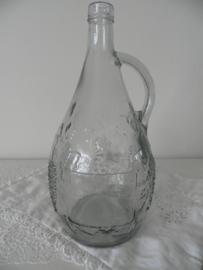 Glazen oude wijnfles met duifjesmotief,
