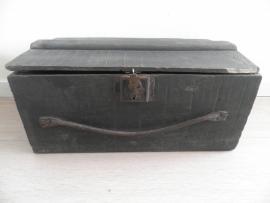 Zwarte kleine kist met leren handvat VERKOCHT