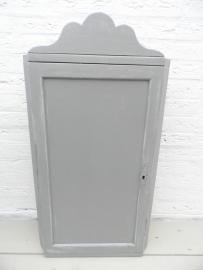 Grijs houten wandkastje met deurtje VERKOCHT