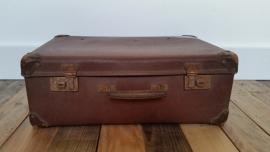 Bruin oud verweerd koffertje