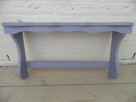 Lavandelblauw houten wandrekje