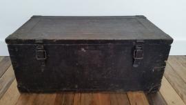 Oude zware zwarte houten kist VERKOCHT