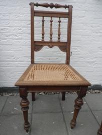 Bewerkte houten stoelen met gevlochten zitvlak en rug