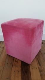 Roze vierkanten stoffen poef van LifeStyle