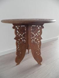 Rond uitgewerkt houten tafeltje VERKOCHT