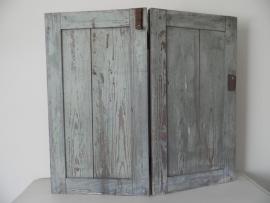 Oude houten dubbele luiken met schuifslot VERKOCHT
