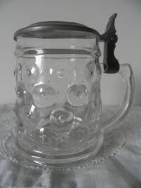Glazen bierbeker met deksel