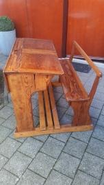 Oud houten schoolbankje met 2 kleppen VERKOCHT