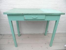 Groene verweerde houten tafel met laadje VERKOCHT