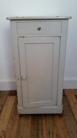 Grijs houten kastje met lade en deurtje VERKOCHT