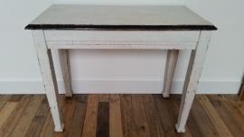 Witte houten tafel met zwart randje