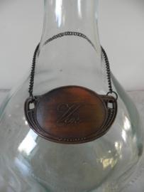 Glazen wijnfles met dop en label
