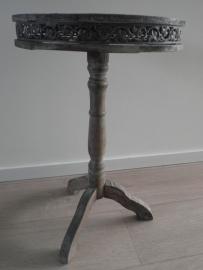Rond houten tafeltje met decoratieve rand VERKOCHT
