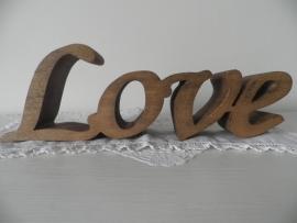 Uit hout gesneden letters LOVE VERKOCHT