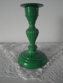 Groene ijzeren kaarskandelaar