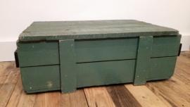 Groene houten kist met losse deksel