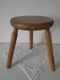Oud houten melkkrukje VERKOCHT