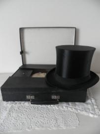 Brocante zwarte Chapeau-claque (inklapbare) oude hoge hoed in koffertje VERKOCHT