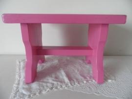 Roze houten voetenbankje VERKOCHT