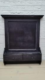 Zwart houten krijtbord met 2 lades