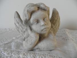 Stenen engeltje VERKOCHT