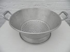 Brocant oud vergiet met handvatten