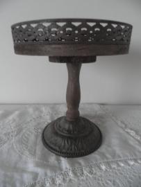 Rond houten dienblad met decoratieve rand op voet