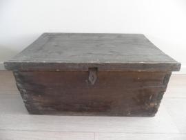 Donker houten kist VERKOCHT