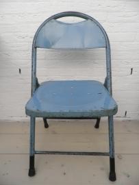 Blauw ijzeren klapstoel (1)
