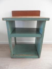 Groen oud fabriekskastje met opstaande rand VERKOCHT
