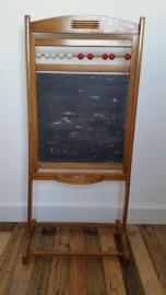Oud houten krijtbord met telkralen