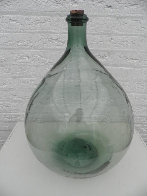 Grote groene flesvaas met smalle hals en dop VERKOCHT