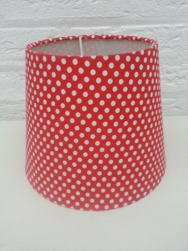 Rood met kleine witte stipjes lampenkapje VERKOCHT
