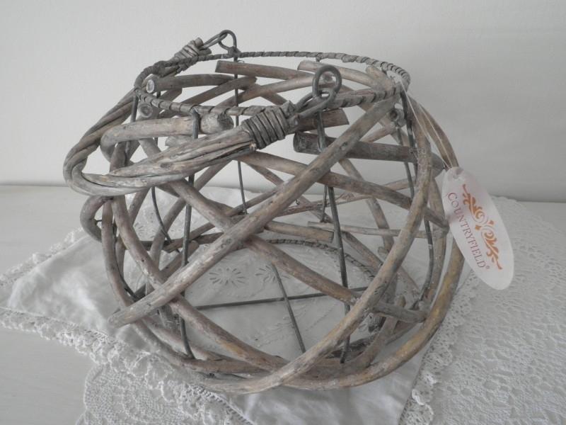 Rieten/ijzeren draadmandje met hengel