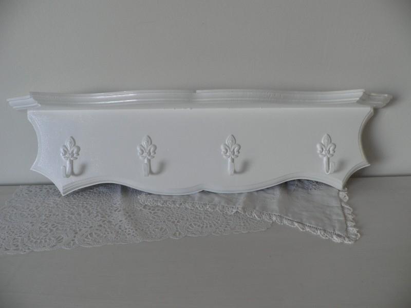 Wit houten kapstok met 4 haakjes VERKOCHT