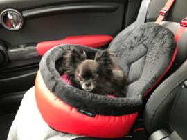 Louka met zijn nieuwe autostoel