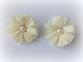 Setje crème haarbloemen op elastiek met parel en strass