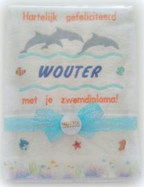 Luxe geborduurde handdoek 50 x 100 cm wit  dolfijnen gefeliciteerd zwemdiploma met naam kobalt/oranje