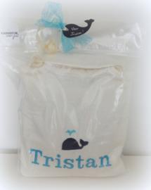 Geborduurde kinderbadjas ecru met naam blauw of roze letters en walvis