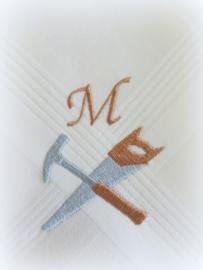 Geborduurde zakdoek wit met  hamer/zaag en initialen/letter
