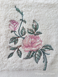 Geborduurd gastendoekje crème met roos roze