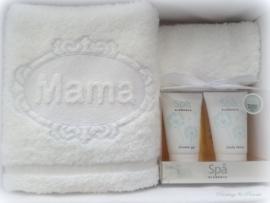 Luxe badset 50 x 100 cm wit met embossing borduring mama 'moederdagcadeau'