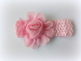 babyhaarbandje roze gehaakt met roze bloem