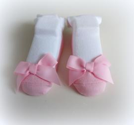 Babysokjes 13 - 18 mnd. wit met roze schoentje en strik