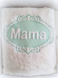 Luxe handdoek 50 x 100 cm wit/mintgroen met embossing borduring mama 'moederdagcadeau'