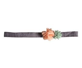 Maileg Haarband  fluff roze en groene bloem