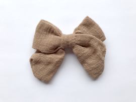 By Mev Haarclip Mary Linnen taupe 10cm