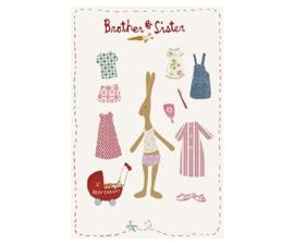 Maileg kaartje Rabbit meisje kleed zich aan