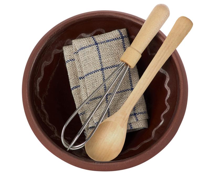 Maileg utensils and mixing bowl - beslagkom met garde, pollepel en theedoek