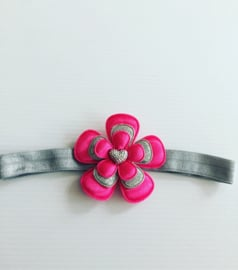 Haarbandje met bloem fuchsia/zilver